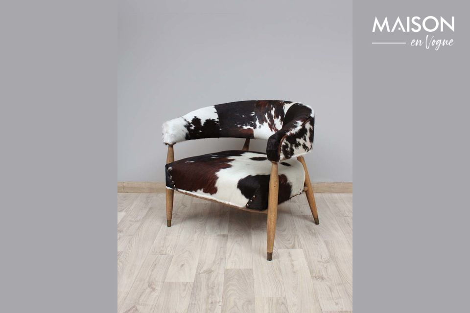 Les Rocheuses cow and oak armchair
