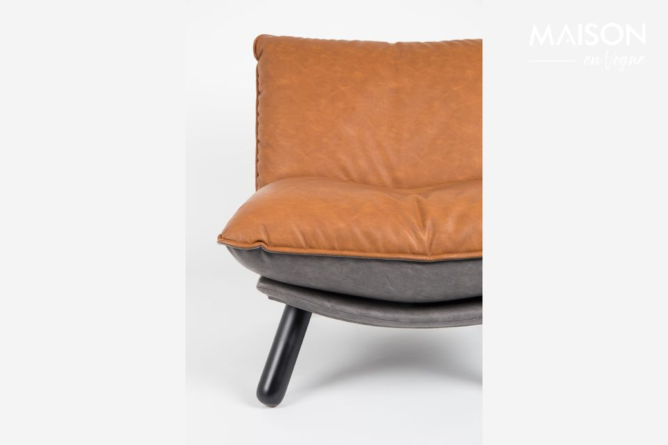 The oversized leather and foam-filled cushions provide optimal seating comfort