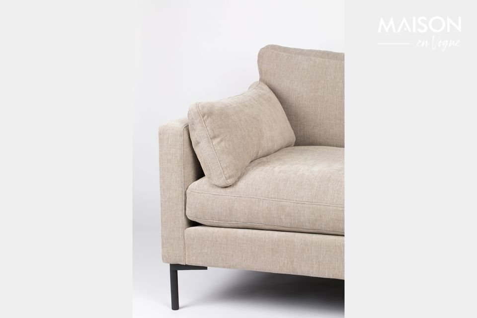 For others, on the contrary, this little sofa is ideal for two people to curl up together