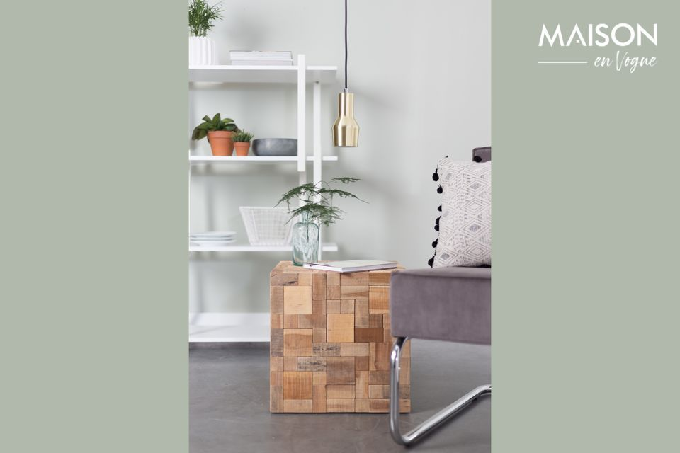 This small side table will accentuate the cosy and warm character of a living room or bedroom