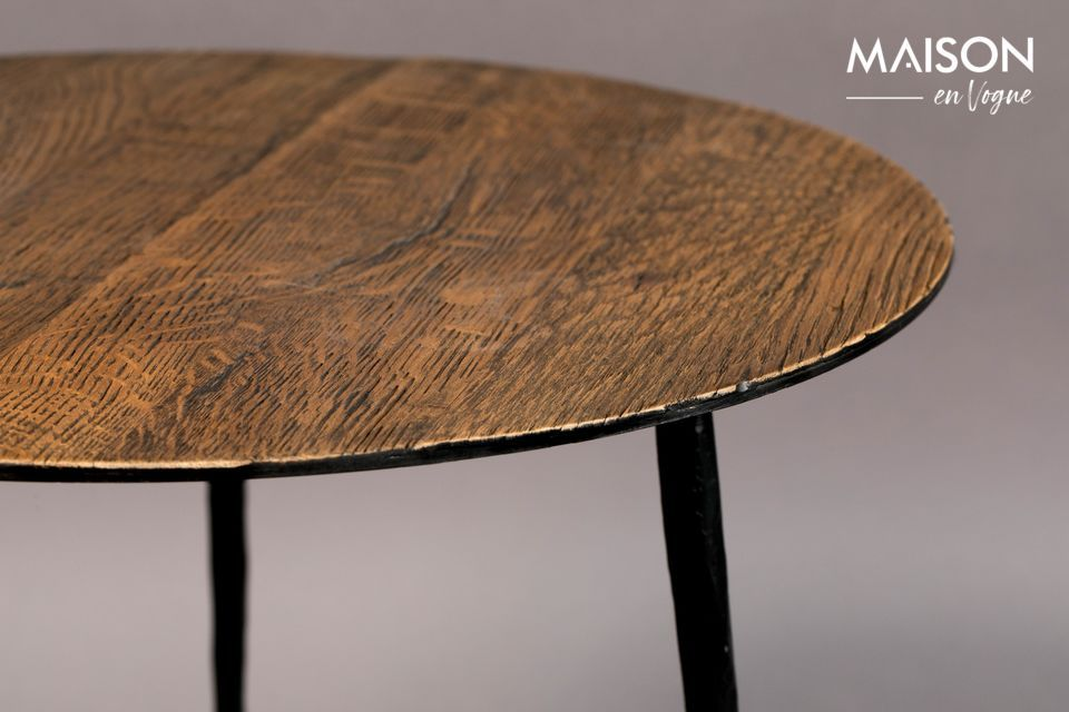 The beautiful oak ribs give this table a very pleasant natural look