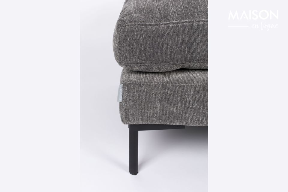 Its comfort is ideal for resting tired feet or as a booster seat