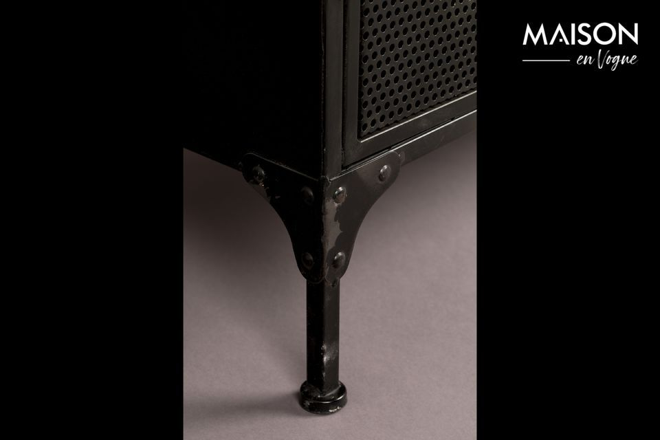 Cabinet with a resolutely industrial style