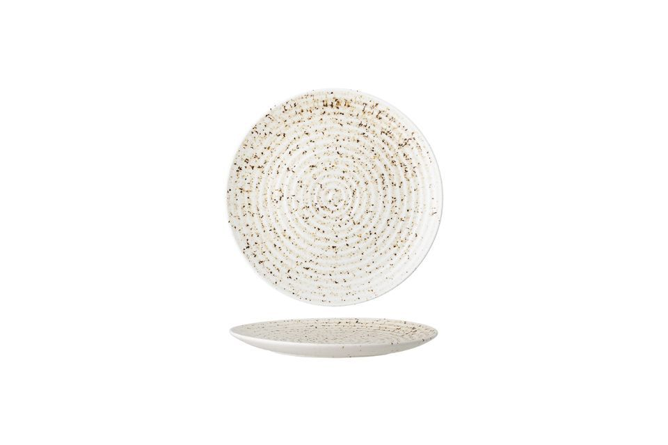 This stoneware plate makes the choice of colors and sober details to sublimate the craftsmanship and